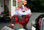 Auch Sophie (Christiane Paul) hat sich mit dem ansteckenden Virus infiziert. Dr. Wunderlich (Dominic Raacke) bringt sie eilig in die Klinik.