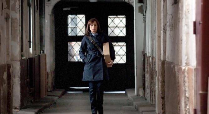 Die französische Reporterin Julia (Kristin Scott Thomas) findet heraus, dass in der Pariser Wohnung ihrer Schwiegereltern früher einmal Juden gewohnt haben.