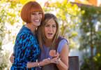 ihren Gefühlswelten geht es turbulent zu: Homeshopping-Star Miranda (Julia Roberts, li.) und Innenarchitektin Sandy (Jennifer Aniston).