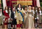 """Sonnenkönig"" Ludwig XIV. (Alan Rickman) findet Gefallen an der Gärtnerin Sabine (Kate Winslet)."
