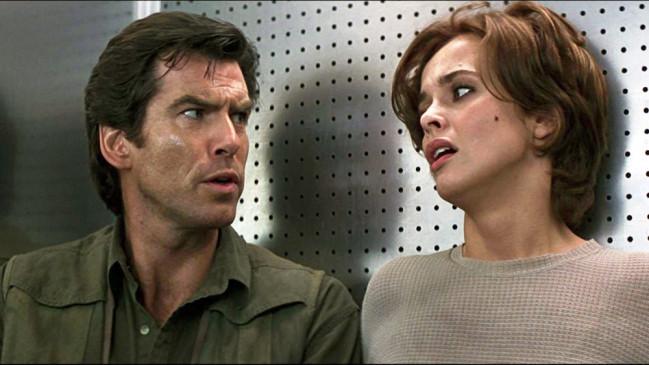 Bond (Pierce Brosnan) und Natalya (Izabella Scorupco)
