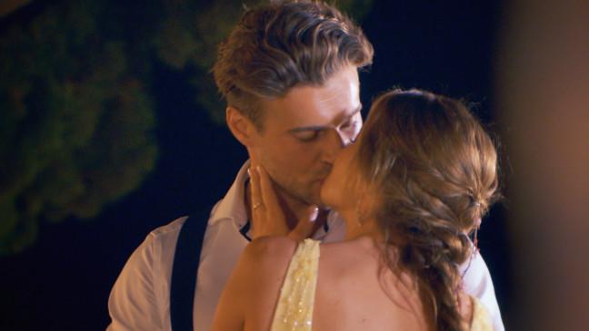 Die Bachelorette 2018 Erster Kuss Nadine Und Alex Knutschen