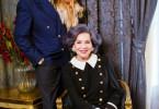 """Thomas Schmauser (Rolle: Rudolph Moshammer) und Hannelore Elsner (Rolle: Else Moshammer) mit Hund """"Daisy"""". Weiteres Bildmaterial finden Sie unter www.br-foto.de."""