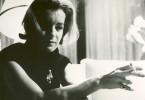 Die Dokumentation von 1965 bietet einen faszinierenden Blick auf die große Schauspielerin Romy Schneider, die zum Zeitpunkt der Dreharbeiten mit 27 Jahren noch auf der Suche nach ihrem künstlerischen Selbstverständnis war.