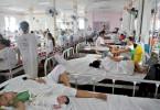 Regisseurin Ramona S. Diaz verzichtet auf jegliche Interviews und beobachtet mit der Kamera das bloße Geschehen auf der überfüllten Geburtsstation.