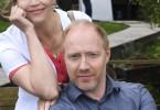 Foto: Die Versorgungsassistentin Vera Mundt (Rebecca Immanuel) und ihr Chef Dr. Chris Wegner (Simon Schwarz)