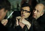 Mirko Klasic (Mustafa Kara, M.) wird von Juri Abchase (Mark Zak, l.) und dem Türsteher (Erol Uensalan, r.) vom Purple Pussy unsanft dazu aufgefordert, seine Zeche zu zahlen.