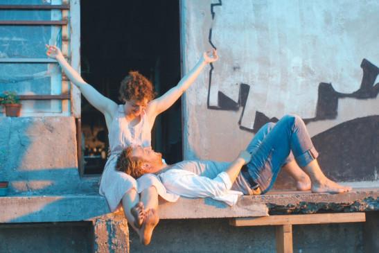 Schimon (Christoph Letkowski) und Jella (Karoline Bär) verloben sich.