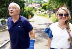 Landarzt Dr. Helmut Uhl mit seiner Nachfolgerin Paulina Hauck zum Hausbesuch.