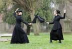 Emmeline Pankhurst (Esther Schweins, li.) und ihre Tochter Christabel (Anke Retzlaff, re.) kämpfen nicht nur zum Vergnügen, sondern für einen Wandel, der die Hälfte der Bevölkerung betrifft.