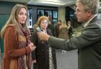 Vor Gericht: Reporter (Rainer Furch) interviewt Lilli Czipowski (Alwara Höfels, l) und Gerda Rapp (Imogen Kogge)