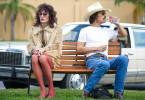 Ein ungleiches Tandem: der großspurige White-Trash-Cowboy Ron Woodroof (Matthew McConaughey, re.) und der Transvestit Rayon (Jared Leto).