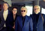 Als Investoren getarnt infiltrieren die Kundschafter des Friedens das Hotel Tropicana: Harry (Winfried Glatzeder), Paula Kern (Antje Traue), Jochen Falk (Henry Hübchen) ,und Jaecki ( Michael Gwisdek, v.l.).