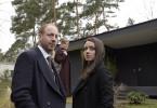 Nachdem die Ermittler von dem Fall abgezogen wurden, beziehen Yvonne (Alice Dwyer, r.) und Heiko Wills (Johann von Bülow) zusammen mit Diane Springer (Birge Schade) ihr neues Einsatzquartier im Hause Wills.