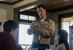 Cooper (Matthew McConaughey, M.) muss sich bald für eine lange Zeit von seinen Kindern Murph (Mackenzie Foy, r.) und Tom (Timothée Chalamet, l.) verabschieden.