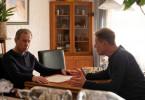 Dieters (Jörg Pose) Tat darf nicht ans Licht kommen. Bernd (Andreas Lust) beschwört seinen Bruder.