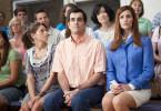 Der gutmütige Bob Pickler (Ty Burrell), seine Frau Laura (Jennifer Garner) und seine Stieftochter Kaitlin (Ashley Greene) harren gespannt der Entscheidung der Jury.