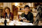 Chloé (Sarah Le Picard) und Johann (Solal Forte) feiern Weihnachten bei ihrer Mutter.