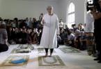 Seyran Ates ist Gründerin, der ersten liberalen Moschee, der Ibn-Rushd-Goethe-Moschee in Berlin. In der Moschee beten und predigen Frauen und Männer gleichberechtigt.