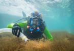 Staubsaugen am Meeresboden: Dirk Steffens ist im Einsatz als Erntehelfer. Im Süden von Japan werden Algen angebaut und mit einem Unterwasser-Sauger geerntet. Mit etwas Essig und Salz ist es in Japan eine Delikatesse, der Anbau dazu noch nachhaltig.
