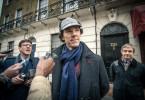 Sherlock Holmes (Benedict Cumberbatch, Mitte) ist von den Toten auferstanden, doch sein Freund John Watson (Martin Freeman, re.) ist darüber nicht nur erfreut.