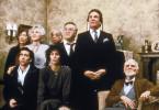 Vom Mond verzaubert - stehend v.l.n.r.: Rita (Julie Bovasso), Rose (Olympia Dukakis), Raymond (Louis Guss), Cosmo (Vincent Gardenia), Johnny (Danny Aiello); sitzend v.l.n.r.: Ronny (Nicolas Cage), Loretta (Cher) und deren Großvater (Feodor Chaliapin Jr)