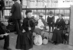 Auf Ellis Island wurden die Einwanderer strengen Gesundheitskontrollen unterzogen. Kranken und armen Menschen drohte das Einreiseverbot.