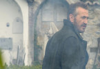 Der Kommissar Rocco Schiavone (Mario Giallini) muss diesmal auch auf einem Friedhof ermitteln.