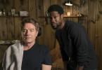 Dell (Kevin Hart, rechts) muss Phillip (Bryan Cranston) wieder aufbauen und ihm den Bart rasieren, nachdem er eine Weile nicht mehr bei ihm gearbeitet hat.