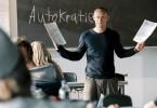 Rainer Wenger (Jürgen Vogel) wagt mit seinen Schülern ohne böse Vorahnung ein Experiment zum Thema Autokratie.