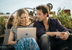 Offline oder online? Teresa (Alicia von Rittberg) und Anton (Marc Benjamin) sind auf der Suche nach dem Partner fürs Leben oder auch nur für eine Nacht.