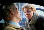 Marie Brand (Mariele Millowitsch) schaut sich noch am Tatort das Opfer Sigmar Calser (Steffen Laube) an. Findet sie erste Indizien, die auf den Mörder hinweisen?