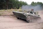 Einmal richtig Krawall machen: Panzer werden vom Zerstörer zum Männerspielzeug, auf einem Gelände, das an einen Abenteuerspielplatz erinnert.