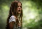 Ellie (Jeté Laurence) entdeckt als Erste den Haustierfriedhof hinter dem neuen Heim.