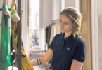 Als Mode-Einkäuferin trägt Maureen (Kristen Stewart) für Promi Kyra allerhand Luxusklamotten zusammen. So kann sie in Paris bleiben und auf ein Zeichen von ihrem verstorbenen Zwillingsbruder Lewis warten.