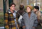 Ben (Paul Triller, l.) und Sammy (Morgane Ferru, r.) sind entsetzt. Gerade ist die junge Forscherin Flo Schumann vor ihren Augen zusammengebrochen.