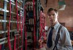 Der Mathematikprofessor Alan Turing (Bendecit Cumberbatch) entwickelt eine neuartige Rechenmaschine, die das Rätsel der deutschen Chiffriermaschine Enigma auf mathematischer Basis lösen kann.