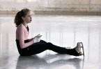 Jolina Kuhn (Maria Rogozina) wird beim harten Training gequält.