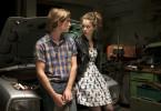 Nachts in der Werkstatt will Ben (Sven Gielnik) von Lena (Paula Beer) erfahren, warum sie überhaupt nach Endlingen gekommen ist.