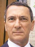 """Rudolf Kowalski als Treuhandchef in """"Verkauftes Land"""""""