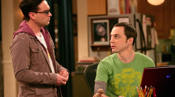 "Jim Parsons (r.) mit Johnny Galecki in ""The Big Bang Theory""."