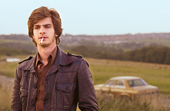 Andrew Garfield als Ermittler in dem Dreiteiler