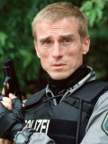 "André Hennicke als Polizist in ""Alphamann - Amok""."