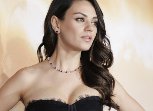 mila kunis infos und filme. Black Bedroom Furniture Sets. Home Design Ideas