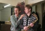 Heinz Strunk (Maxim Mehmet) erhält Saxophonstunden bei Gurki (Andreas Schmidt).