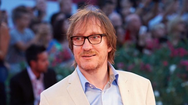 Äußert populär als Professors Remus Lupin in Harry Potter: David Thewlis.