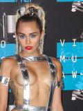 """Weit entfernt von """"Hannah Montana"""": Miley Cyrus weiß zu schocken."""