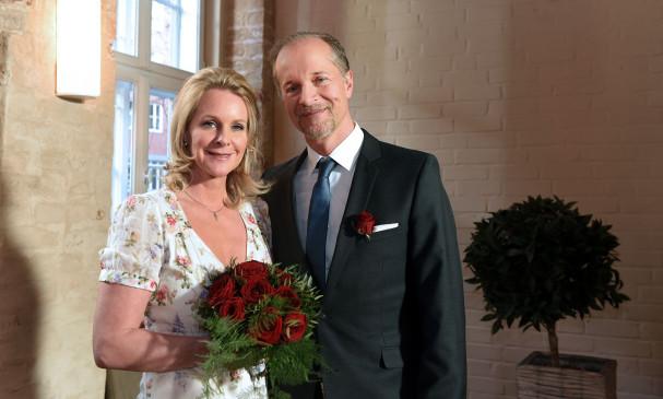 Hochzeit In Rote Rosen Arthur Und Nora Heiraten Doch Noch
