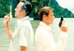 Duell der Giganten - Roger Moore (r.) und Christopher Lee