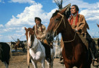 Jack Crabb (Dustin Hoffman, l.) wird von Old Lodge